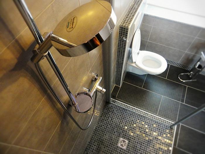 Baño Bonito Königshofen:BANO BONITO, Angebot: Sanitär Waschbecken Badezimmer Duschen